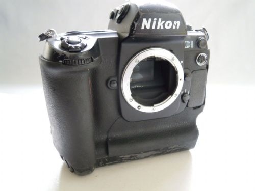 Nikon D D1 2.7 MP Digital SLR Camera - Black (Body only)